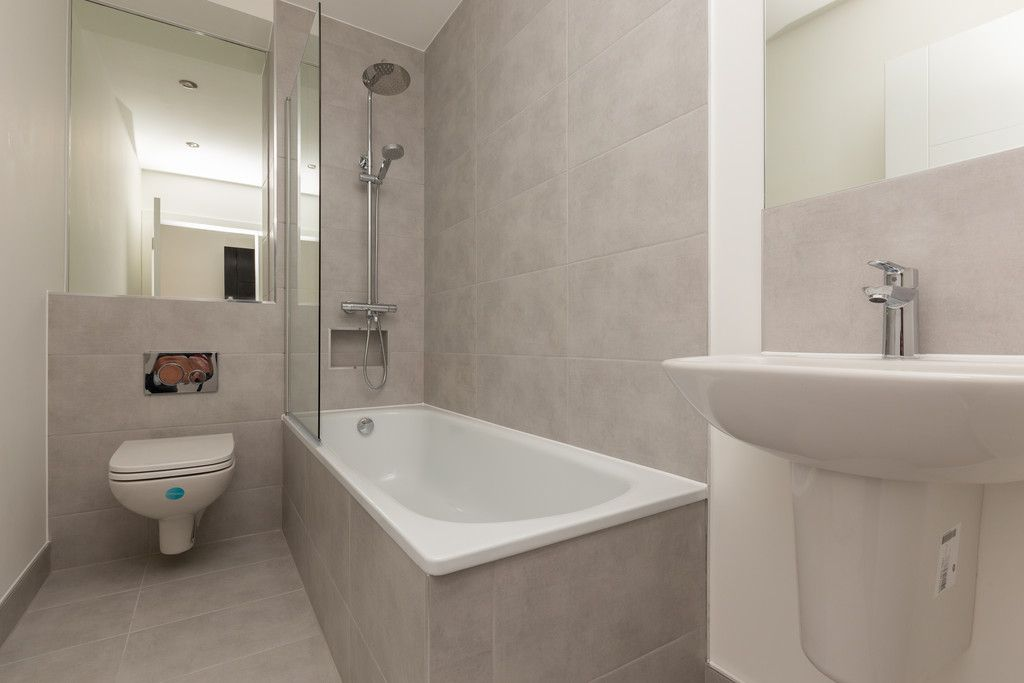 2 bed flat for sale in Hughenden Road, High Wycombe  - Property Image 4