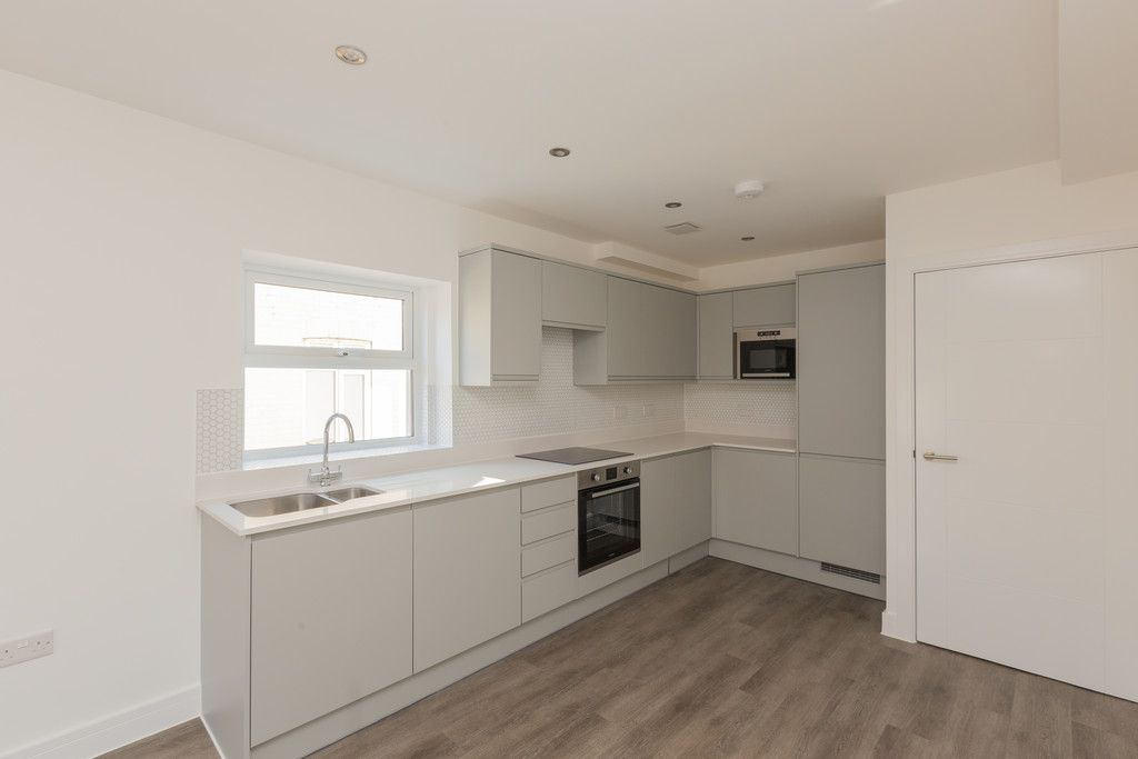2 bed flat for sale in Hughenden Road, High Wycombe 7