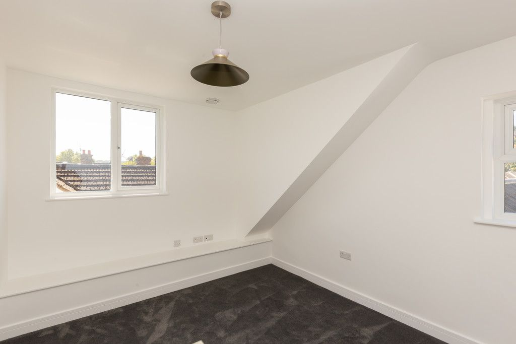 2 bed flat for sale in Hughenden Road, High Wycombe  - Property Image 10