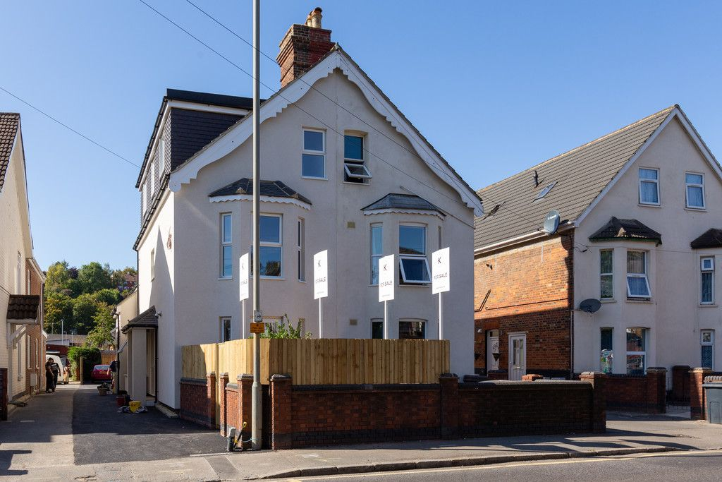 1 bed flat for sale in Hughenden Road, High Wycombe, HP13