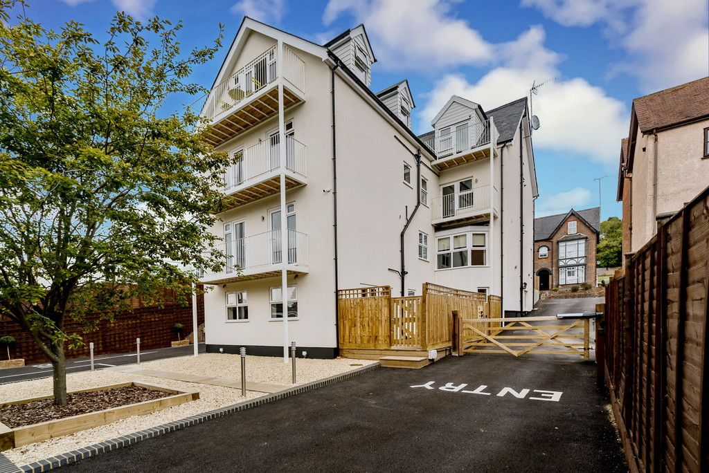 1 bed flat for sale in Ambassador Court, West Wycombe Road 2