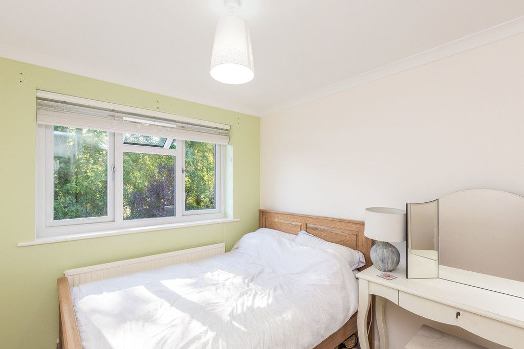 4 bed house for sale in Hillcroft Road, Penn 10