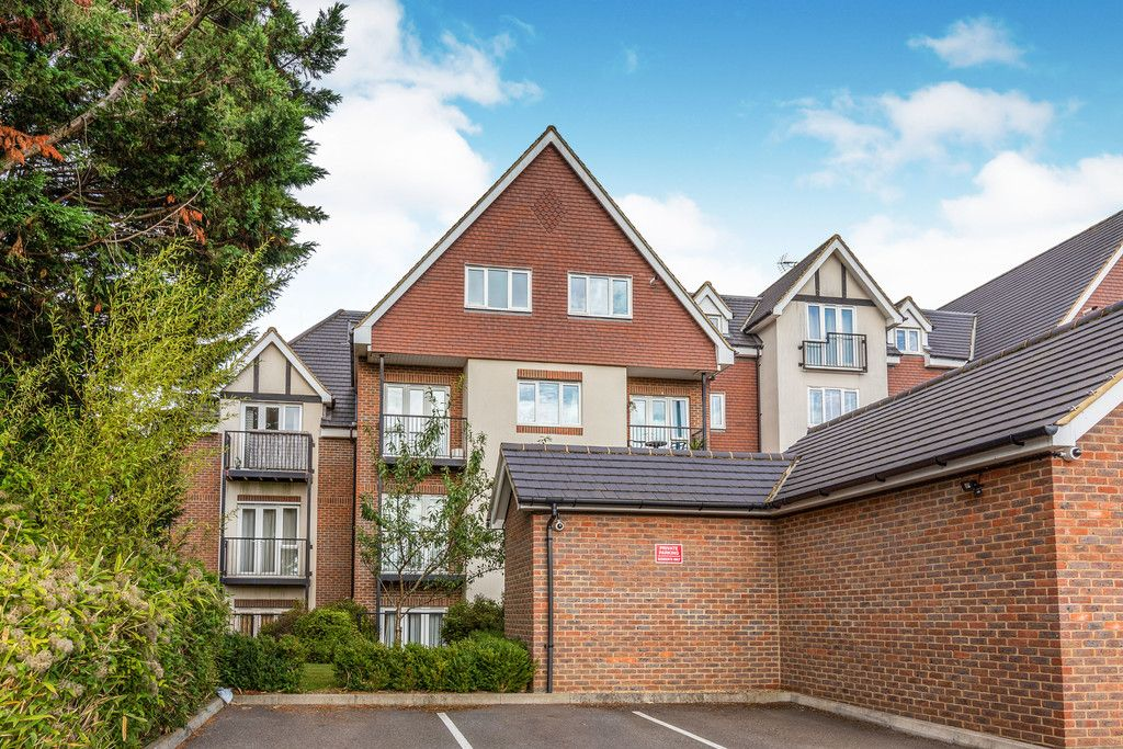 1 bed flat for sale in Eden Gardens, 179 West Wycombe Road  - Property Image 4