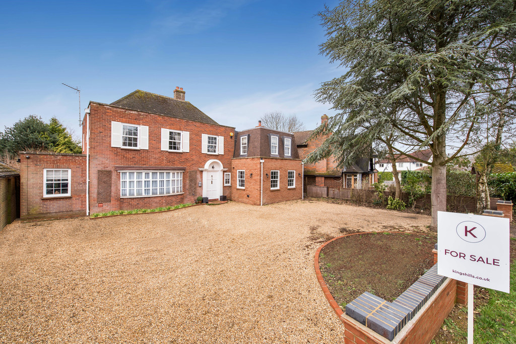 5 bed house for sale in Woodside Avenue, Beaconsfield, HP9