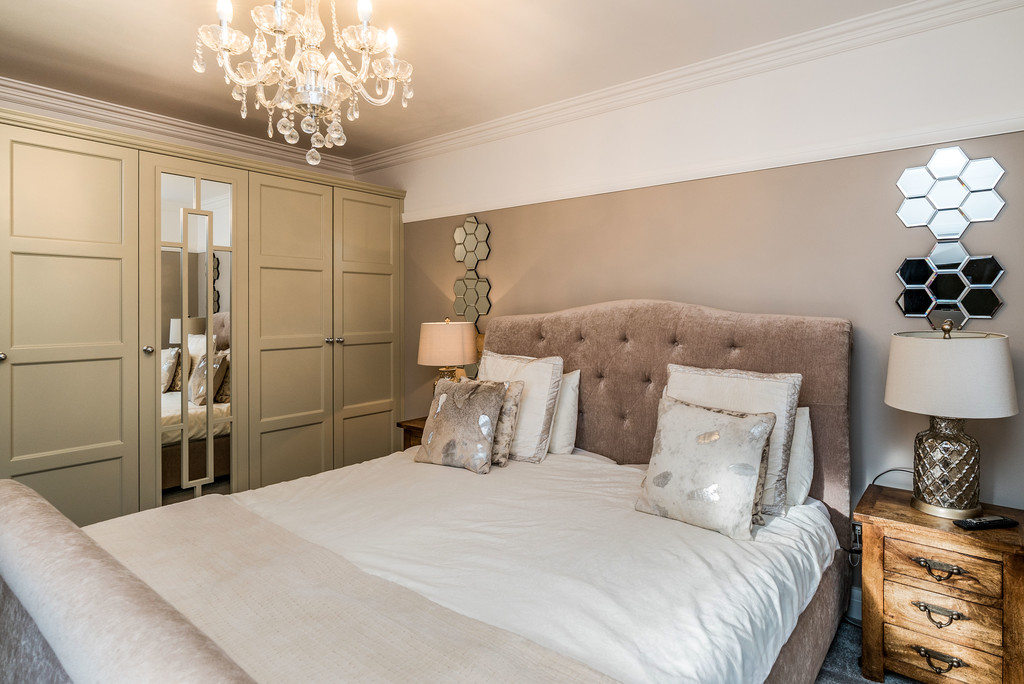 5 bed house for sale in Woodside Avenue, Beaconsfield 8