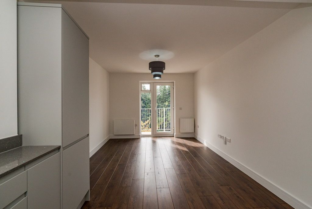 2 bed flat for sale in West Wycombe Road, High Wycombe  - Property Image 3