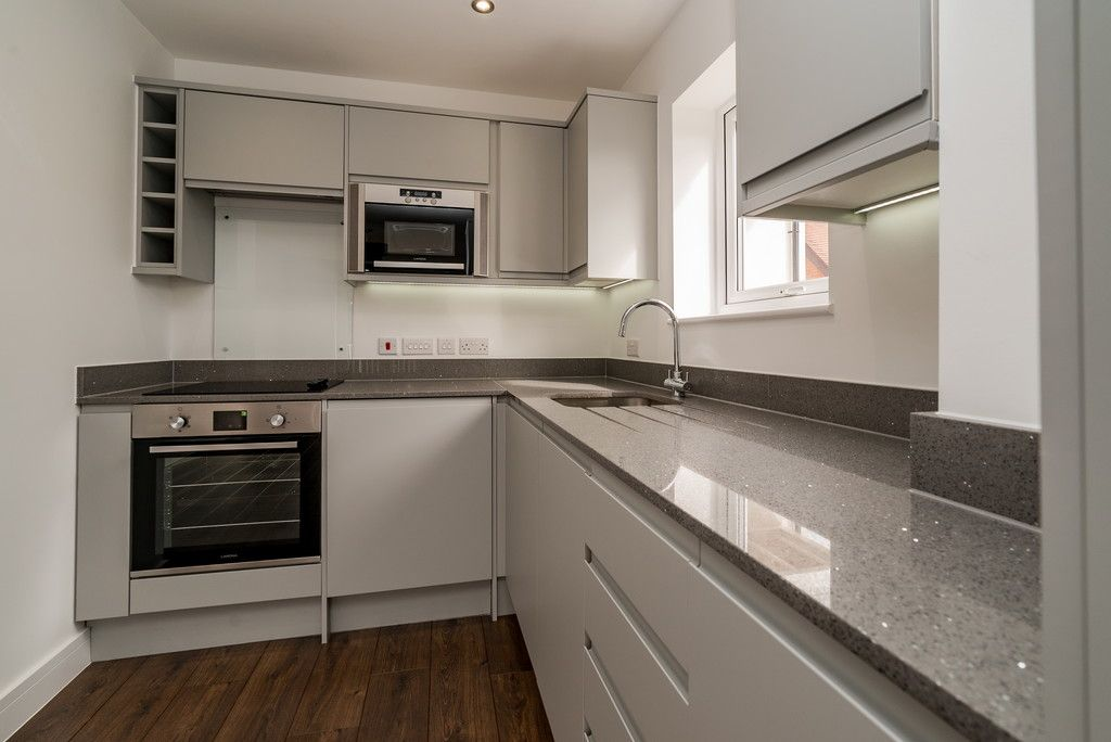 2 bed flat for sale in West Wycombe Road, High Wycombe  - Property Image 5