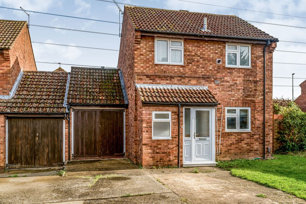 2 bed house for sale in Meredith Drive, Aylesbury  - Property Image 1