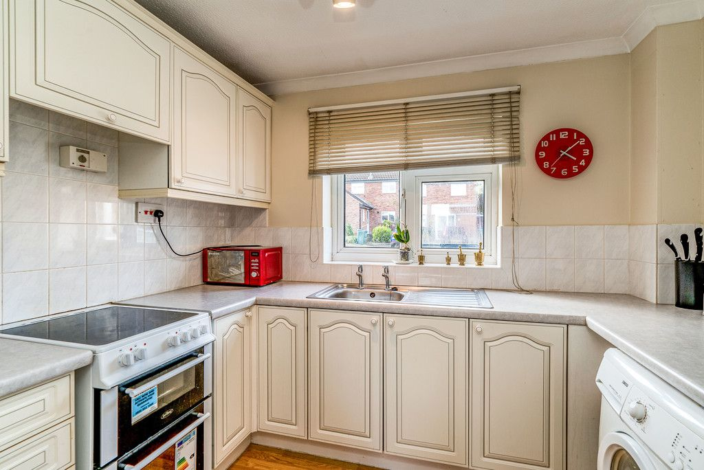 2 bed house for sale in Meredith Drive, Aylesbury 4