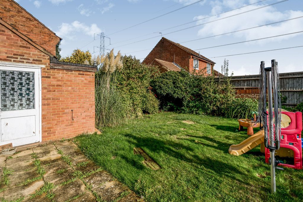 2 bed house for sale in Meredith Drive, Aylesbury 5