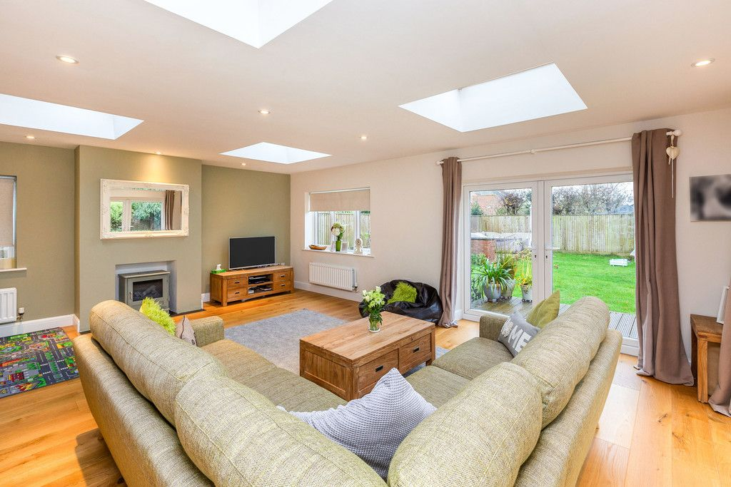 5 bed house for sale in Holmer Green 9