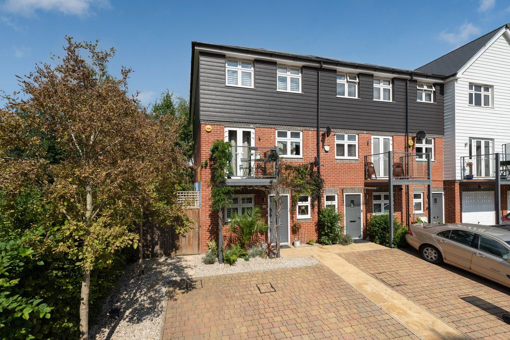 4 bed house for sale in Wyestream , Bassetsbury Lane, HP11