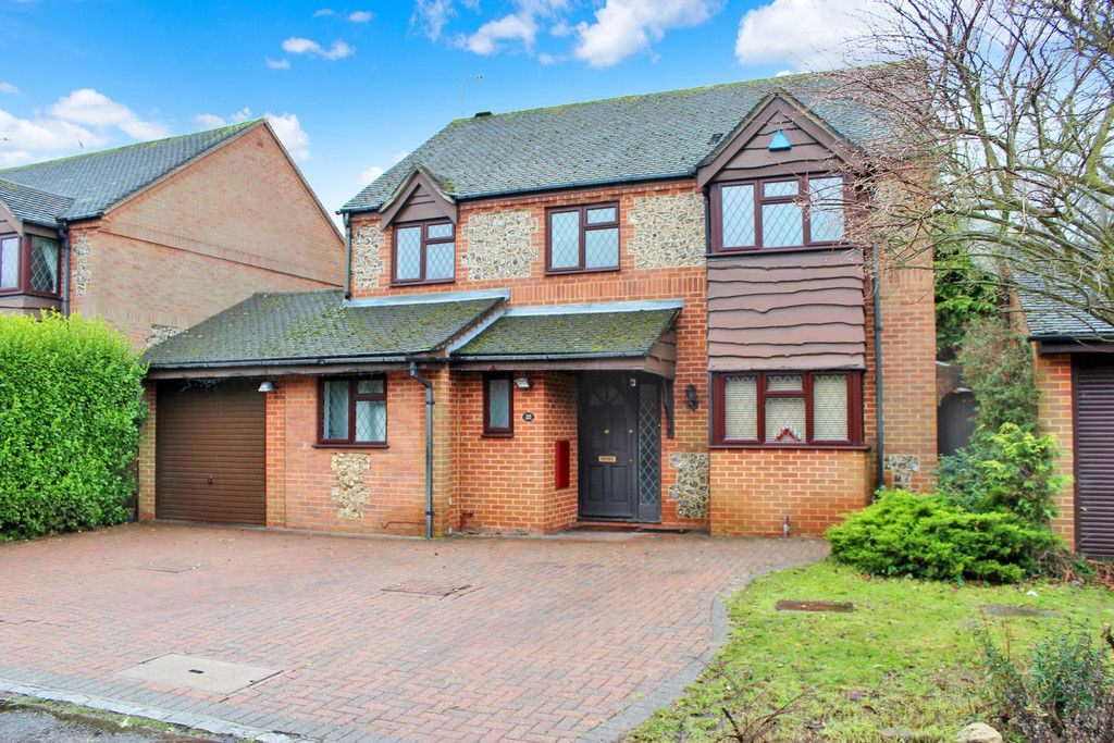4 bed house for sale in Burrows Close, Penn, HP10