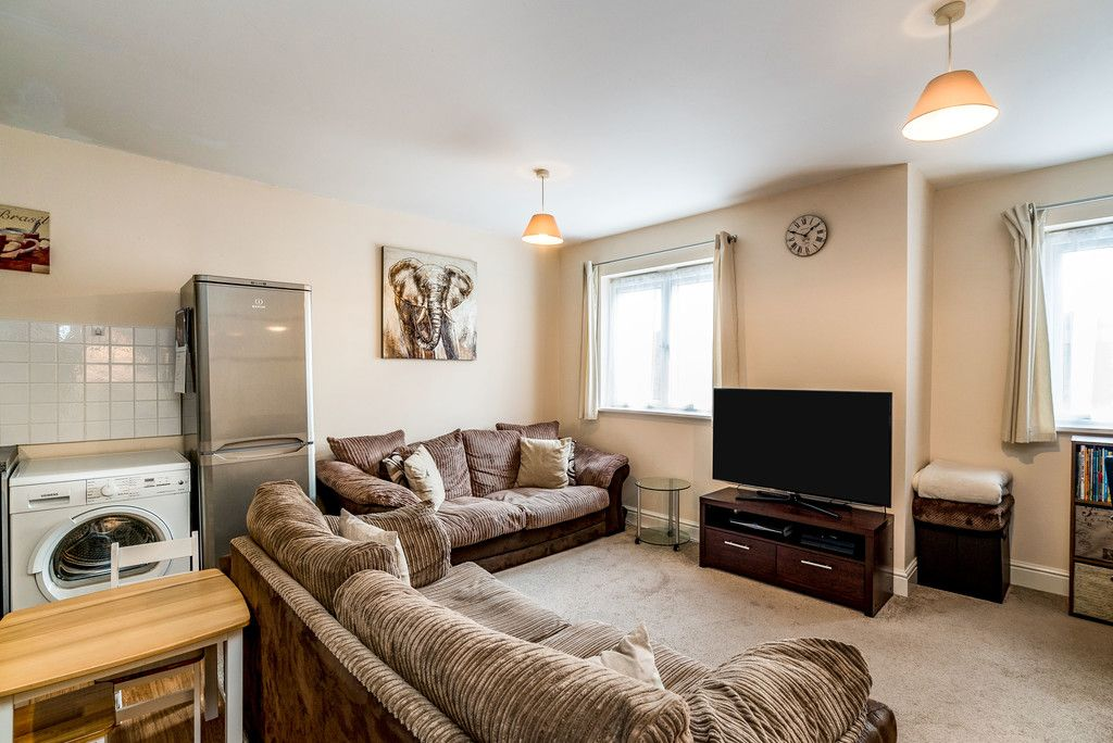 2 bed flat for sale in Freer Crescent, High Wycombe 2