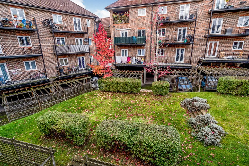2 bed flat for sale in Freer Crescent, High Wycombe  - Property Image 11