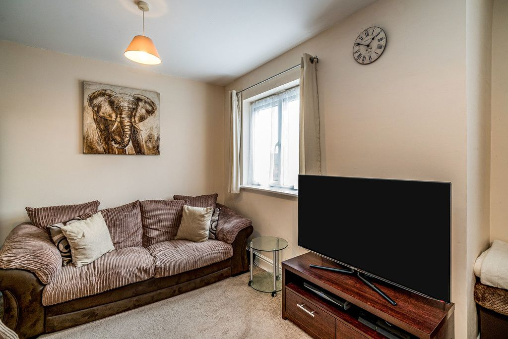 2 bed flat for sale in Freer Crescent, High Wycombe  - Property Image 3