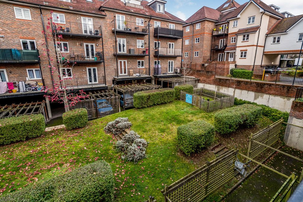 2 bed flat for sale in Freer Crescent, High Wycombe  - Property Image 4