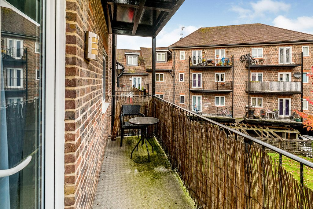 2 bed flat for sale in Freer Crescent, High Wycombe  - Property Image 5