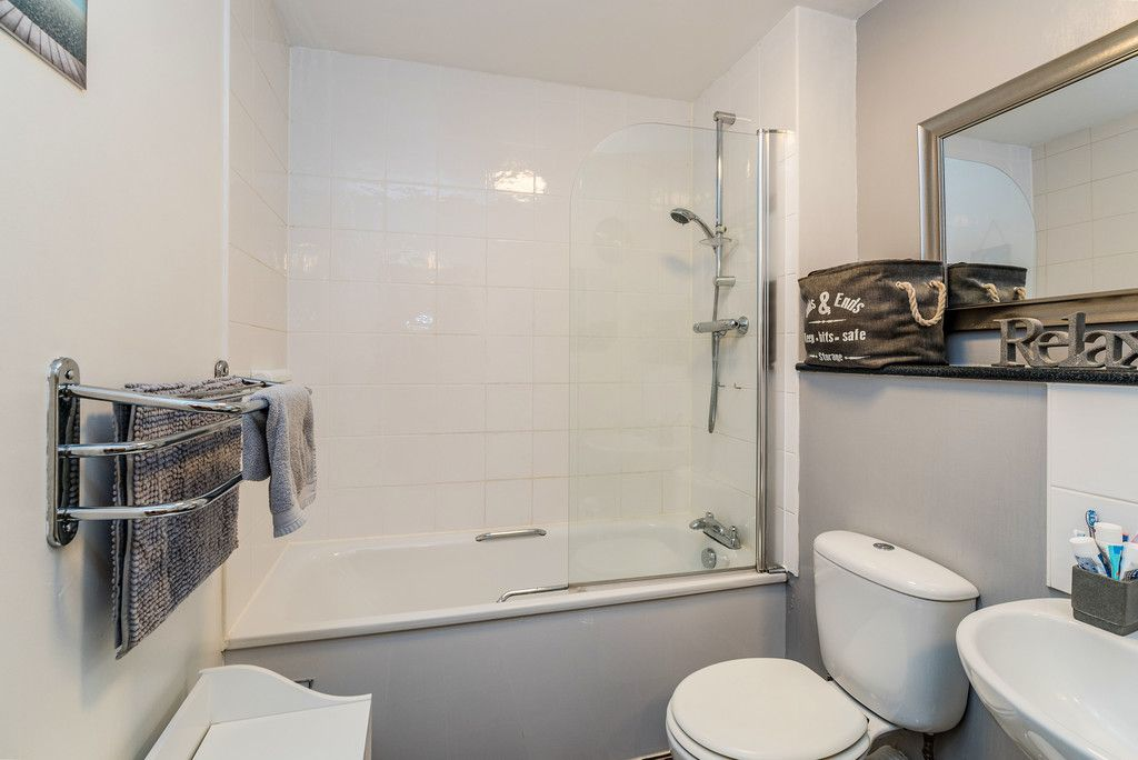 2 bed flat for sale in Freer Crescent, High Wycombe  - Property Image 8