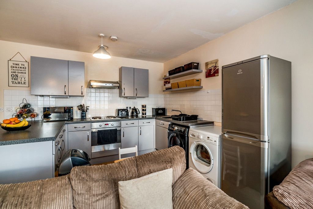 2 bed flat for sale in Freer Crescent, High Wycombe  - Property Image 9