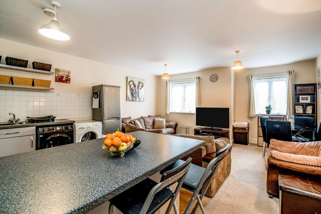 2 bed flat for sale in Freer Crescent, High Wycombe  - Property Image 10