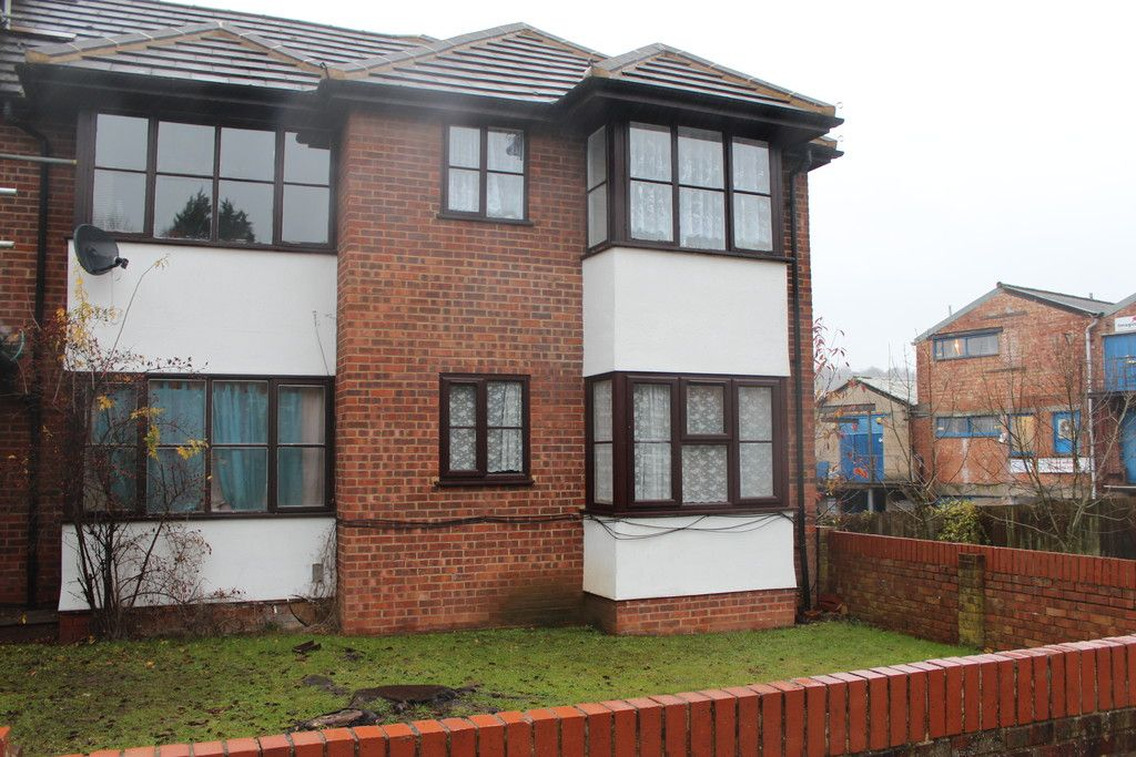 1 bed flat for sale in Fryers Court, Eaton Avenue 3