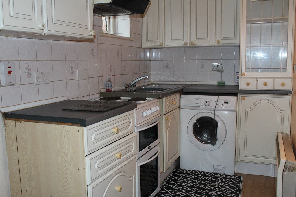 1 bed flat for sale in Fryers Court, Eaton Avenue 7