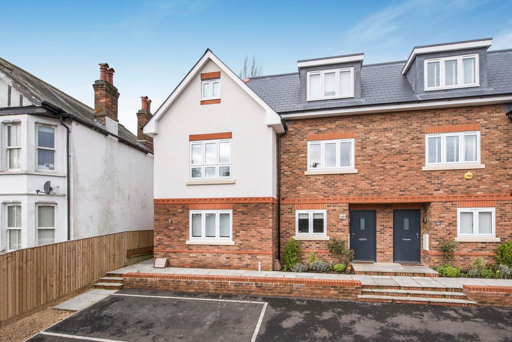 4 bed house for sale in Amersham Road, High Wycombe, HP13