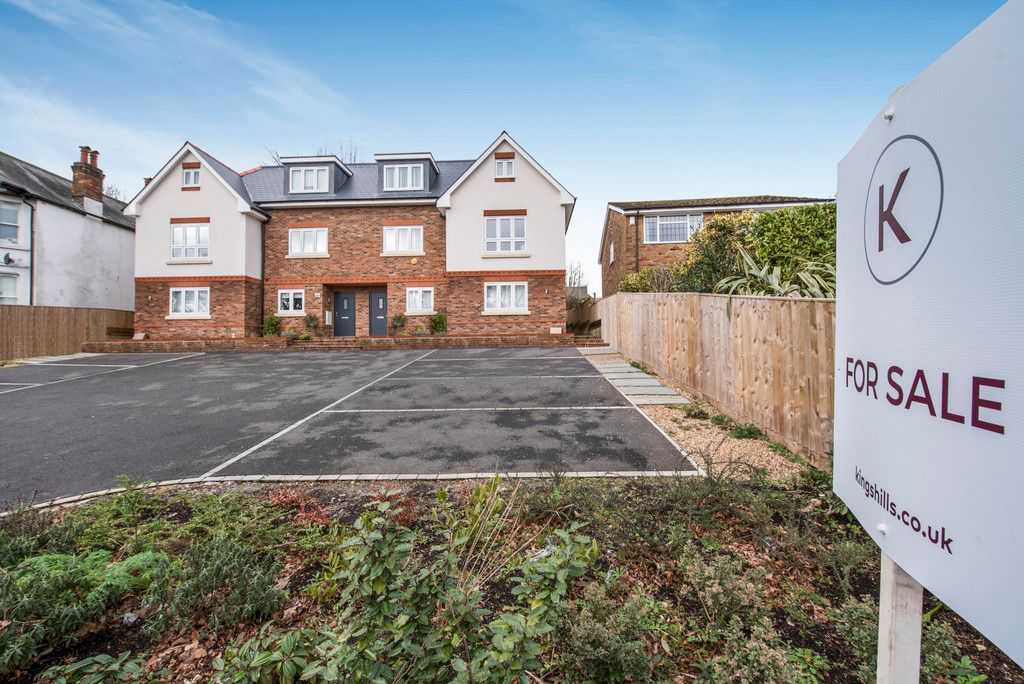 4 bed house for sale in Amersham Road, High Wycombe 2