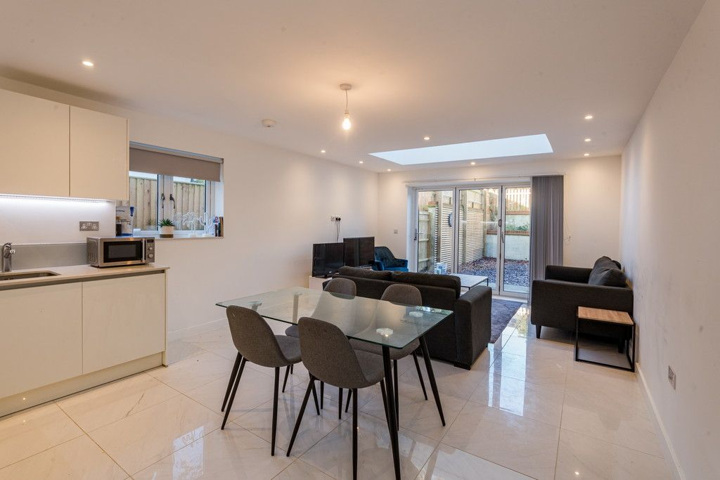4 bed house for sale in Amersham Road, High Wycombe  - Property Image 3