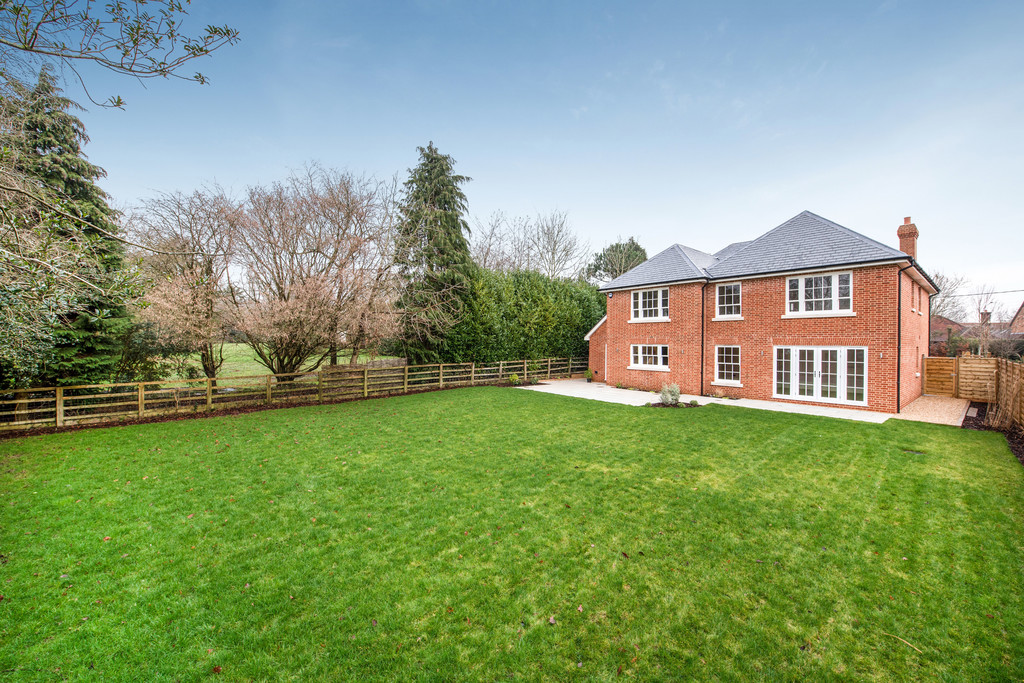 5 bed house for sale  - Property Image 3