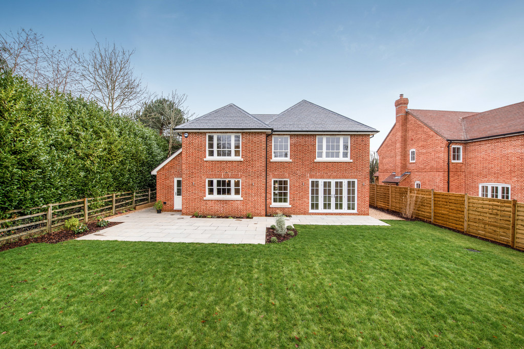 5 bed house for sale  - Property Image 9