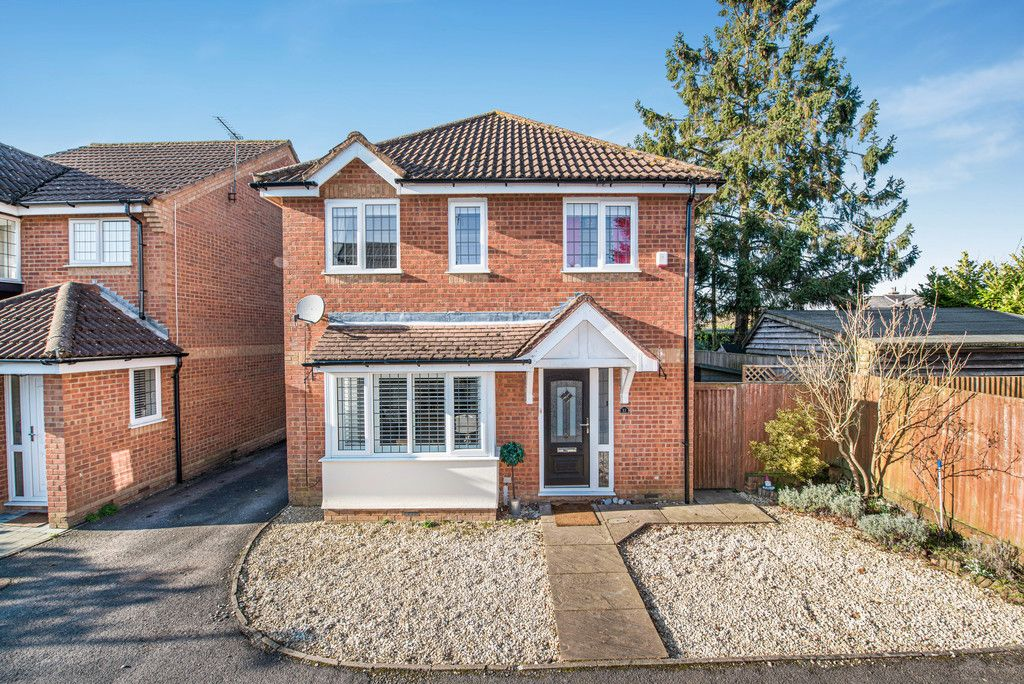 4 bed house for sale in Briarswood, Hazlemere, High Wycombe, HP15
