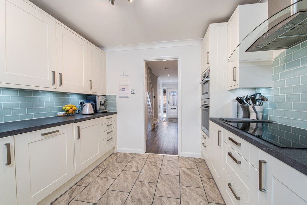 4 bed house for sale in Briarswood, Hazlemere, High Wycombe 9