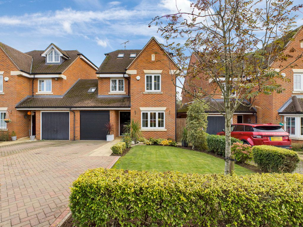 4 bed house for sale in Holmer Green, High Wycombe  - Property Image 1