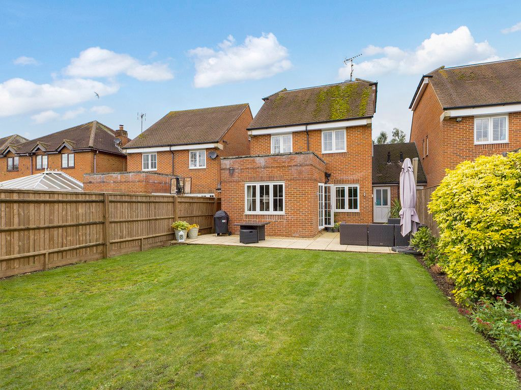 4 bed house for sale in Holmer Green, High Wycombe  - Property Image 14
