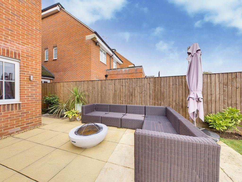 4 bed house for sale in Holmer Green, High Wycombe  - Property Image 3