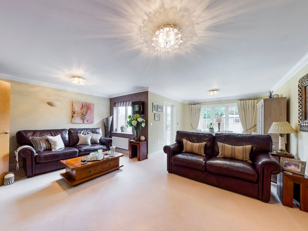 4 bed house for sale in Holmer Green, High Wycombe  - Property Image 4