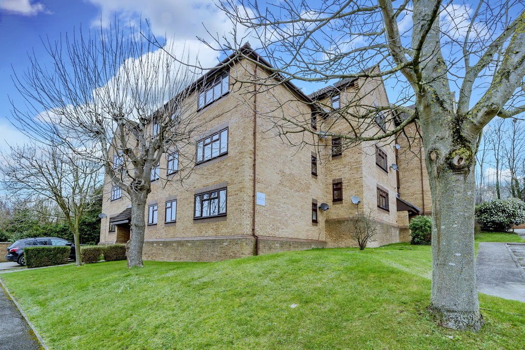 2 bed flat for sale in The Pentlands, High Wycombe  - Property Image 2