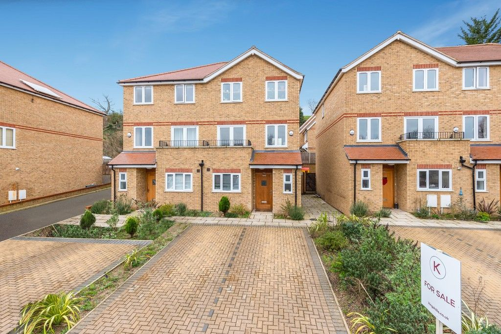 4 bed house for sale in Kingsmead Road, High Wycombe  - Property Image 1