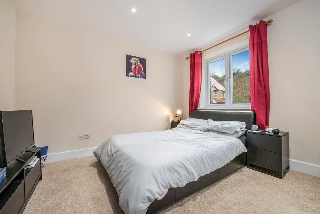 4 bed house for sale in Kingsmead Road, High Wycombe  - Property Image 11