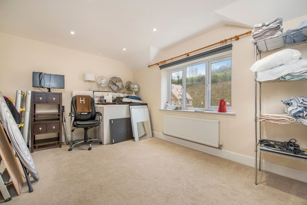 4 bed house for sale in Kingsmead Road, High Wycombe  - Property Image 17