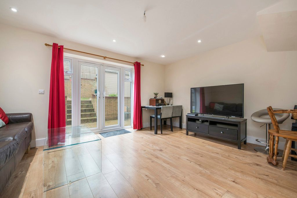 4 bed house for sale in Kingsmead Road, High Wycombe 3