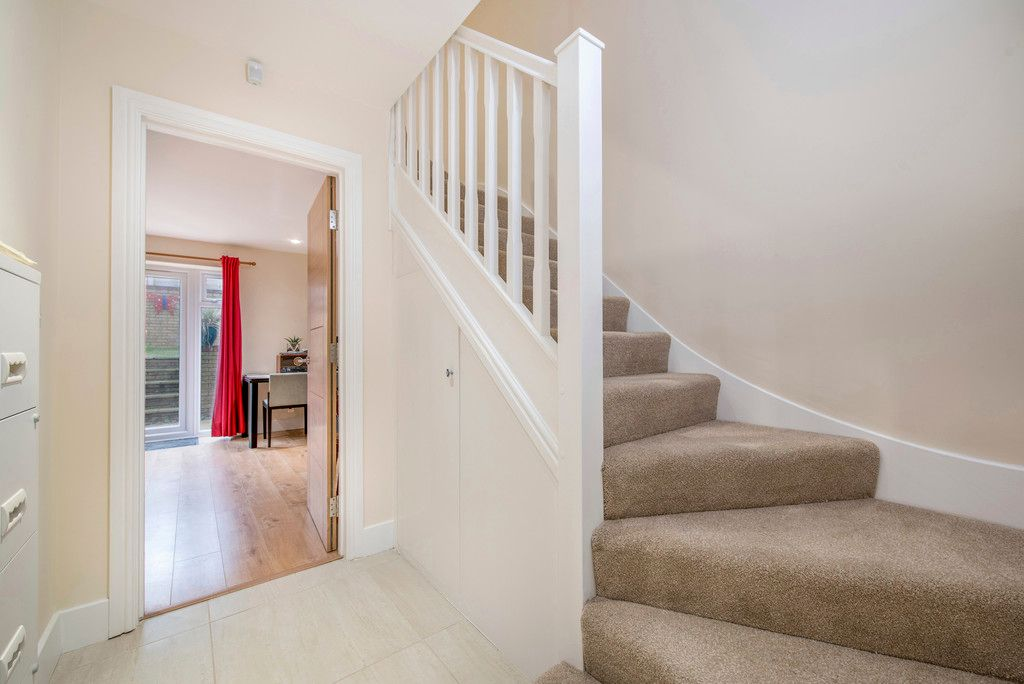 4 bed house for sale in Kingsmead Road, High Wycombe  - Property Image 4