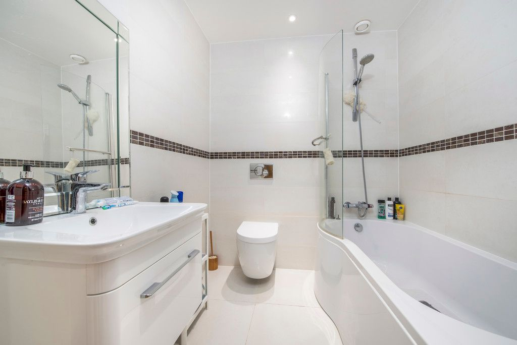 4 bed house for sale in Kingsmead Road, High Wycombe  - Property Image 5