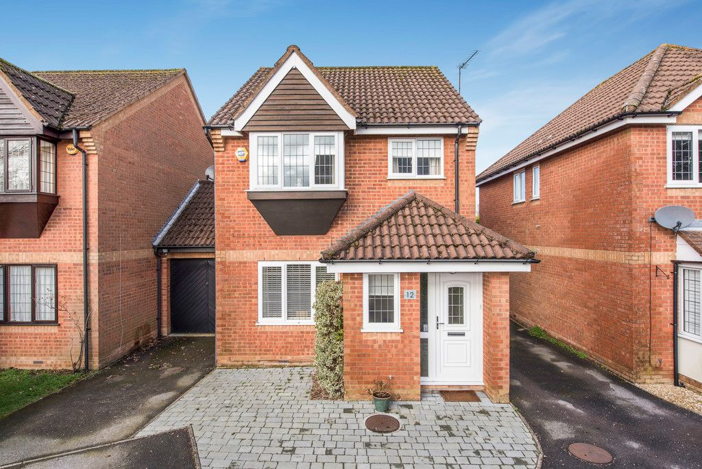 3 bed house for sale in Briarswood, Hazlemere 1