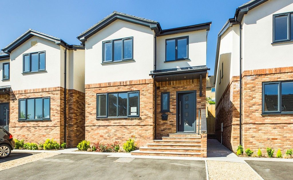 4 bed house for sale in 61 Windrush Court 1