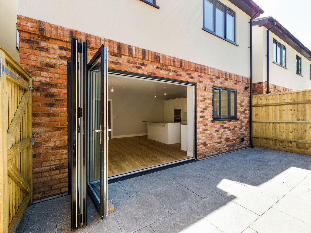 4 bed house for sale in 61 Windrush Court 10