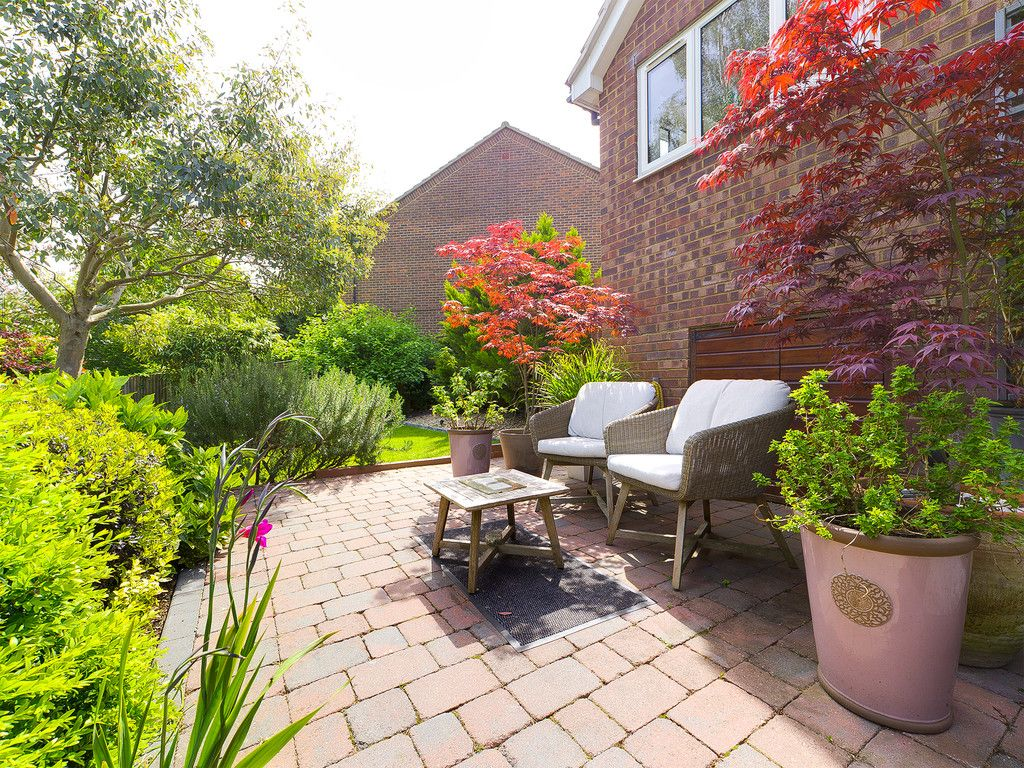 3 bed house for sale in Mount Close, High Wycombe 2