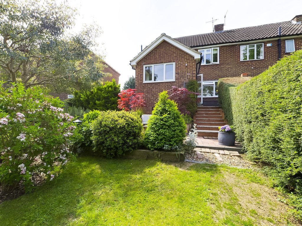 3 bed house for sale in Mount Close, High Wycombe 3